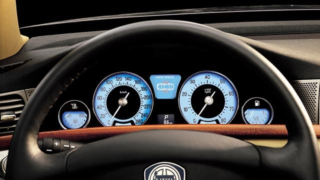 https://www.bhlingual.com/images/640x360/blog/lancias-thesis-was-its-requiem/Lancia-Thesis-(2002-09)-instrument-cluster.jpg